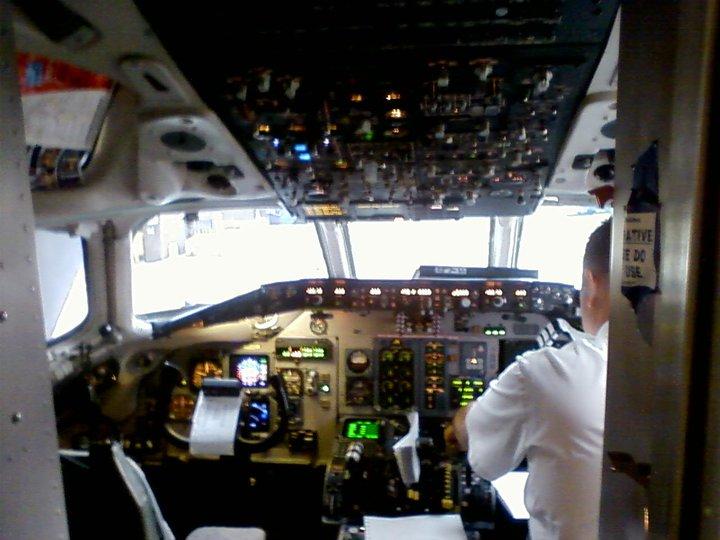 MD 80 cockpit 1